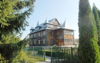 Адмін.будівля Ботанічний сад ЖНАЕУ